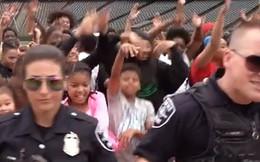Clip: Cảnh sát Seatle quay clip hát nhép gây bão mạng xã hội