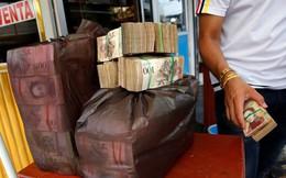 Siêu lạm phát ở Venezuela: Mang 4 USD đi mua được 1 bao tải tiền