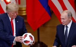 Washington lo quả bóng ông Putin tặng ông Trump có thiết bị nghe lén, Matxcơva tuyên bố gì?