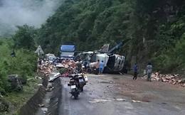 Đâm thẳng vào vách núi ở Hoà Bình, tài xế xe tải nguy kịch