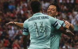 """Sau tâm thư cay đắng từ giã ĐT Đức, Ozil tỏa sáng giúp Arsenal """"đè bẹp"""" PSG"""