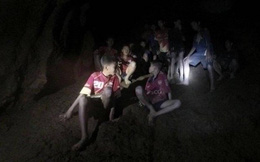 Bất ngờ với câu hỏi đầu tiên của đội bóng nhí Thái Lan sau khi được tìm thấy trong hang