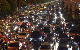 Ngập hàng loạt tuyến phố ở Hà Nội, giao thông tắc nghẽn kinh hoàng suốt nhiều giờ