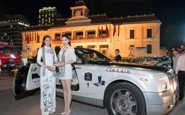 Hoa hậu Kỳ Duyên, Ngọc Hân tặng sách ở Nha Trang