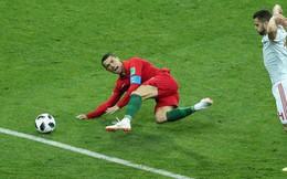 Tại sao các cầu thủ đẳng cấp thế giới vẫn cứ dày mặt ăn vạ, lăn lộn trên sân cỏ?
