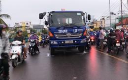 Va chạm với xe tải, 1 người tử vong, cầu Phú Xuân ùn ứ kéo dài