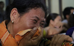 Xét xử kẻ sát nhân giết 5 người: Chị gái nạn nhân dùng khăn che miệng để không phát ra tiếng khóc