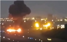 Video: Máy bay chở khách lao xuống đất khi hạ cánh, bốc cháy dữ dội