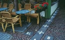 """Đường biên giới ngộ nghĩnh của các nước: Đường sơn chia đôi tòa nhà, ngồi uống cà phê bên này, """"nhón chân"""" qua đã sang lãnh thổ nước khác"""