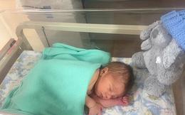 Hàng tháng vẫn có kinh nguyệt, bà mẹ 24 tuổi ngỡ ngàng phát hiện mình mang thai chỉ vài tiếng trước khi sinh con