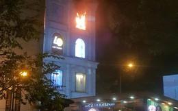 Cháy tại Diamond Plaza, người dân hoảng loạn la hét, tháo chạy trong đêm