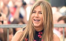 """Jennifer Aniston """"hả hê"""" trước tranh chấp ly hôn Angelina Jolie – Brad Pitt?"""