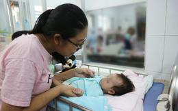 """Chuẩn bị tinh thần """"mất con gái 2 tháng tuổi"""" vì căn bệnh lần đầu tiên phát hiện tại VN, nhưng rồi cha mẹ vỡ òa vì hạnh phúc"""