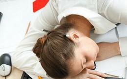Tại sao bạn cảm thấy buồn ngủ sau khi ăn trưa?