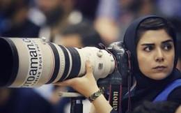 Đây là cách nữ nhiếp ảnh gia thể thao người Iran chụp ảnh trận đấu bóng đá dù bị cấm vào sân vận động