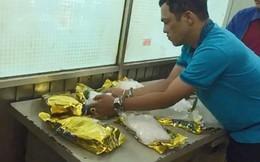 Bí mật trong những gói trà được giao dịch trước cổng bệnh viện