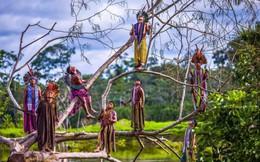 Những bức ảnh kinh ngạc về cuộc sống của thổ dân da đỏ bí ẩn ở Brazil