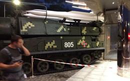 Tai nạn hy hữu: Xe chở 4 tên lửa Buk của Ukraine mất lái, đâm sầm vào trung tâm thương mại