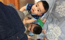 """Clip 3 cậu bé sinh ba xúm xít, quấn mẹ đòi sữa """"gây bão"""" mạng và câu chuyện phía sau"""