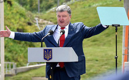 """Tổng thống Poroshenko """"sốc"""" vì các chính khách Ukraine ủng hộ Putin"""