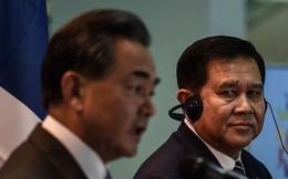 """Cựu Ngoại trưởng Thái Lan """"tỏ tình"""" với ông Vương Nghị: Nếu là phụ nữ, tôi sẽ yêu ông ấy!"""
