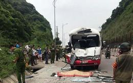 Dừng xe lề đường cho khách đi vệ sinh, 2 ô tô khách tông nhau khiến tài xế tử vong