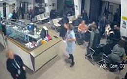 Video: Nữ y tá đối mặt với kẻ đâm dao giúp bệnh nhân có thời gian chạy thoát