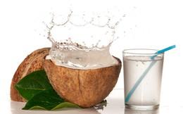 Chỉ cần thêm 1 thìa mật ong vào nước dừa, bạn có 1 loại nước uống thải độc hiệu quả