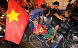 Hình ảnh ăn mừng chiến thắng của U23 Việt Nam gây xúc động ở Sài Gòn