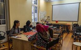 Lớp học đặc biệt dành cho phụ nữ tị nạn ở Hy Lạp