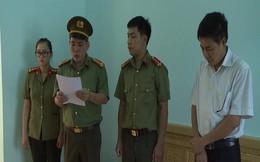 Ông Trần Xuân Yến copy dữ liệu gốc bài thi mang về nhà, chấm thử trước khi sửa bài gốc