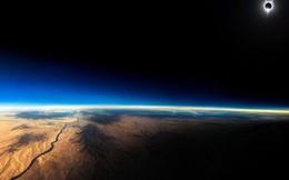 Bức ảnh nhật thực toàn phần này được chụp từ một chiếc máy bay thương mại ở độ cao 12.000km