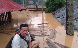 Nước lũ dâng cao 3-4 mét, người dân leo lên nóc nhà thoát chết