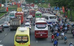 Người Sài Gòn về quê nghỉ lễ, cửa ngõ miền Tây ùn ứ kéo dài
