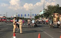 Bỏ chạy khi tông 3 xe máy, ô tô tiếp tục tông người truy đuổi