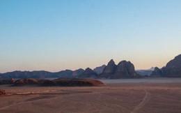 Chiêm ngưỡng vẻ choáng ngợp của sa mạc từng xuất hiện trong các cảnh phim Star Wars và The Martian