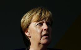 """Nữ anh hùng Angela Merkel và 2 cuộc khủng hoảng khiến EU """"tan tác"""""""