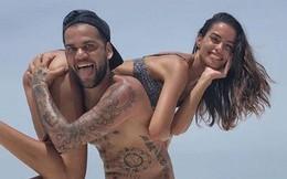 """Dani Alves diễn """"cảnh nóng"""" với bà xã tại Maldives"""