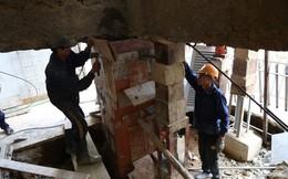 """Cận cảnh """"thần đèn"""" nâng nhà thờ nặng 5.500 tấn lên 2 mét"""