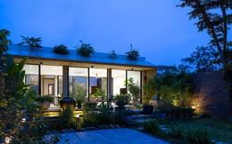 Nhìn hoang sơ, dân dã nhưng vào bên trong, bạn sẽ choáng ngợp với vẻ hiện đại của căn nhà