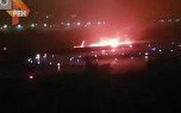 Nga: Máy bay đâm phải hàng rào bốc cháy, 18 người bị thương