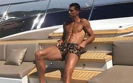 Ronaldo khoe dáng cực chuẩn khi cùng bạn gái nghỉ dưỡng trên du thuyền
