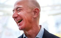 Tỷ phú Jeff Bezos kiếm 11 ngàn USD/giờ, gấp hơn 700 lần lương công nhân làm ở kho hàng Amazon