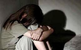 Mẹ vắng nhà, bé gái 10 tuổi bị cha ruột trùm kín chăn cưỡng bức