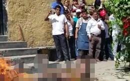 Bị nghi là kẻ bắt cóc, 2 người đàn ông Mexico bị đám đông thiêu sống