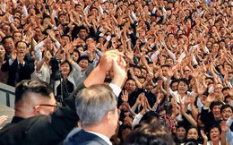 Khoảnh khắc lịch sử: Lần đầu tiên một Tổng thống Hàn Quốc phát biểu trước biển người Triều Tiên