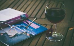 Uống rượu vang trước khi ngủ có thể giảm cân?