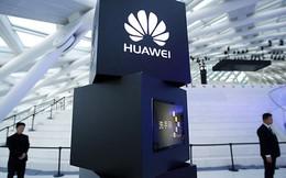 Màn dìm hàng pin iPhone theo cách không thể hay hơn của Huawei