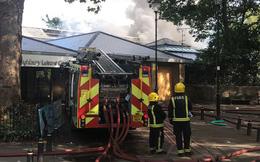 [NÓNG] Cháy lớn ở trung tâm giải trí tại London, 80 lính cứu hỏa được điều động