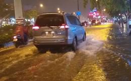 Đại lộ đẹp nhất Sài Gòn ngập sâu trong cơn mưa lớn
